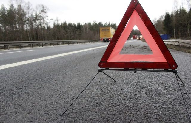 В Смоленске трамвай развернуло поперек дороги