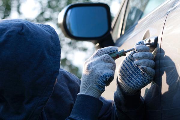 В Ярцевском районе полицейские раскрыли кражу автомобиля
