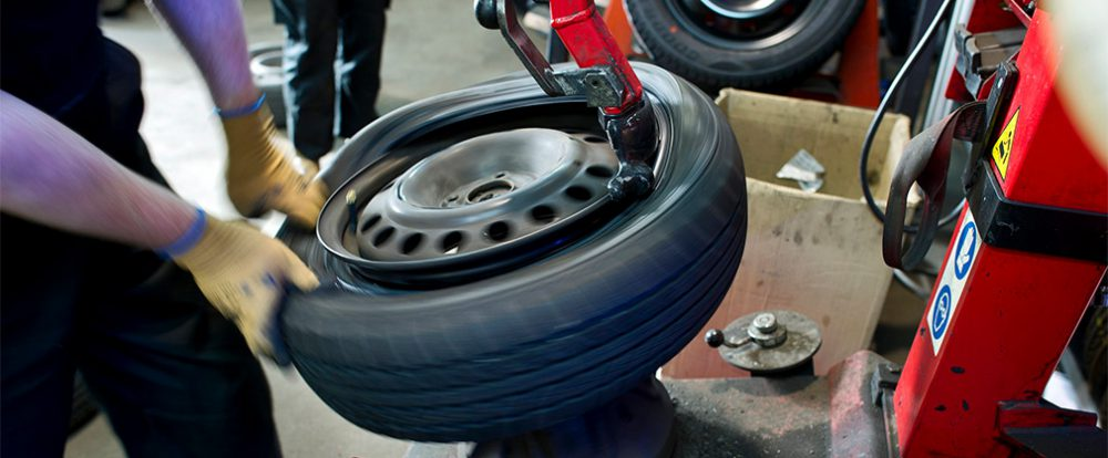 Синоптики посоветовали автомобилистам перейти на летнюю резину