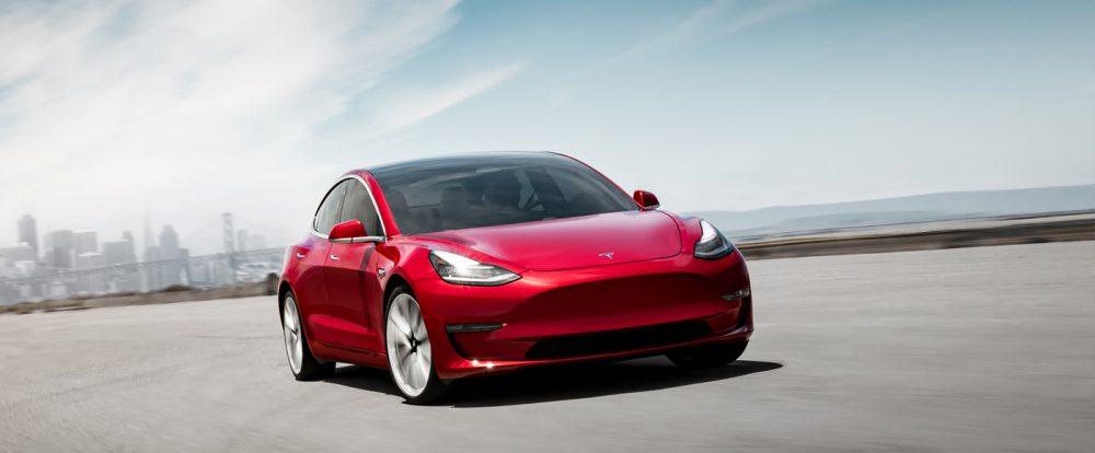 Tesla потеряла за три месяца более 700 миллионов долларов