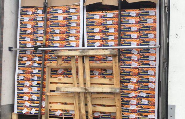 Смоленские таможенники задержали четыре фуры с 80 тоннами санкционки