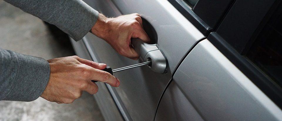 Ранее судимый мужчина украл чужое авто, чтобы доехать до Смоленска