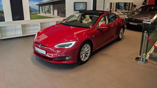 Tesla официально выйдет на авторынок Украины