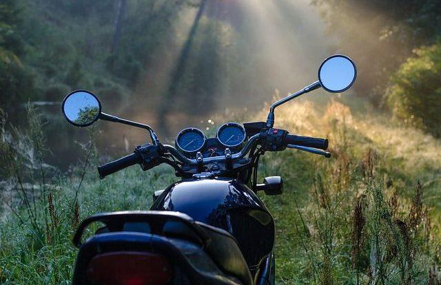 Мотоциклиста госпитализировали после ДТП с Kia на М-1 в Смоленской области