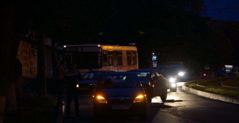 В Смоленске на темной улице столкнулись легковушки