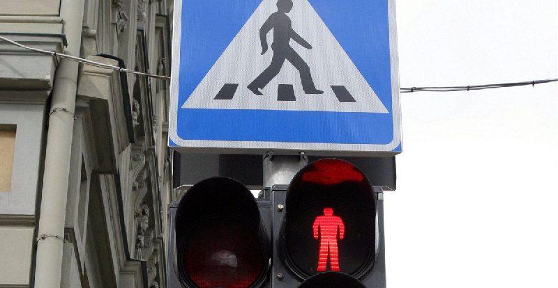 Смолянин поплатился за переход дороги на «красный»