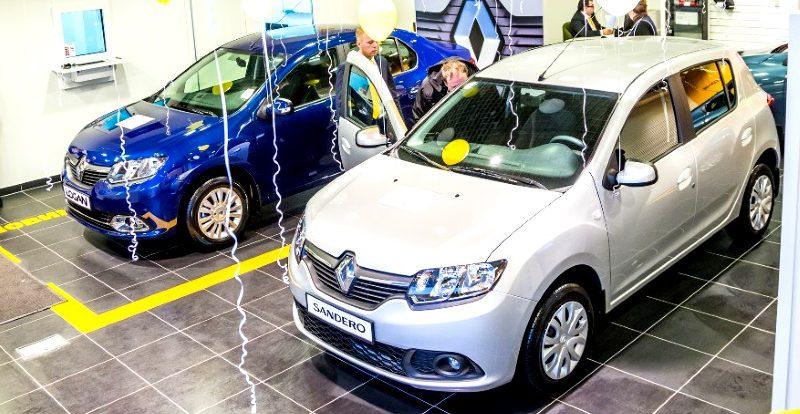 Продажи «Логанов» в России выросли втрое, автомобильный рынок остановил падение