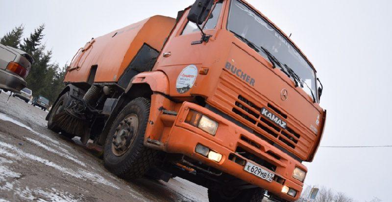 Сколько техники выйдет на уборку снега в Смоленске