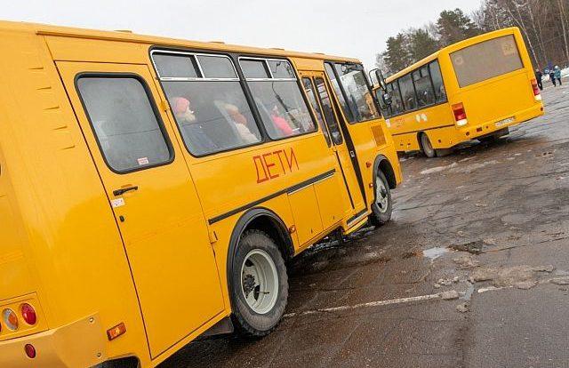 Школьный автобус и Lada Granta столкнулись в ДТП в районе Ельни
