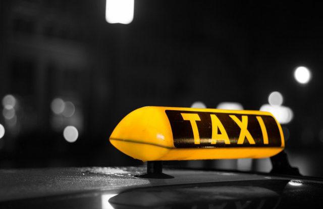 Сидел в такси и нервничал. В Смоленске автоинспекторы задержали наркомана