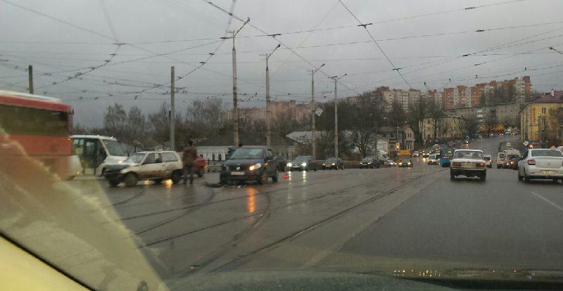В Смоленске из-за ДТП на мосту образовалась пробка