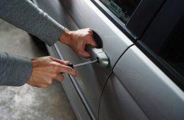 Молодого смолянина подозревают в попытке угнать автомобиль ВАЗ