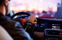Пассажира иномарки в Смоленске подозревают в хранении наркотика