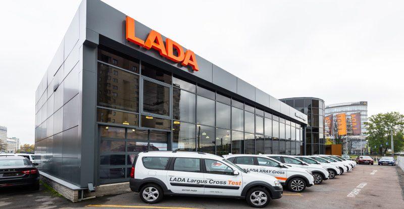 Продажи новых автомобилей в России в январе выросли на 2%