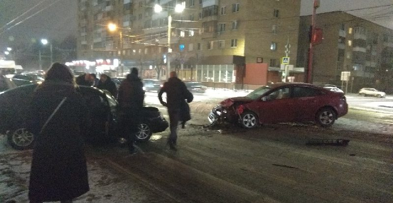 «Пострадавших — больше». Подробности вечерней аварии в центре Смоленска
