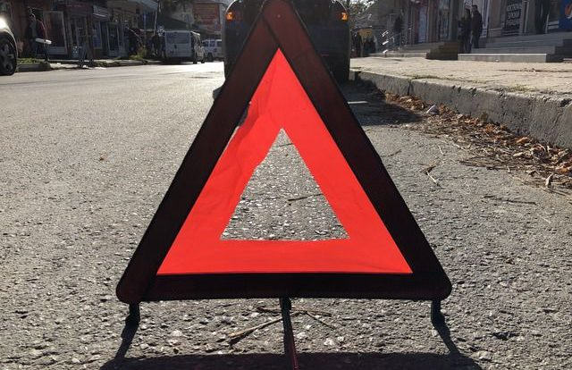 Автомобиль Mercedes-Benz опрокинулся в кювете в районе Новодугино