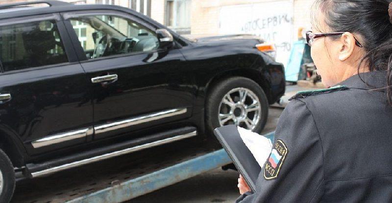 Житель Смоленска накопил 66 долгов по услугам ЖКХ, налогам и штрафам ГИБДД