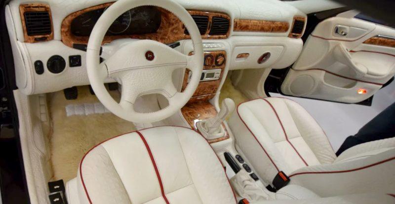 В продаже появилась редкая «Волга» ГАЗ-3111 с салоном из крокодиловой кожи