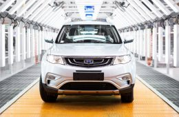 Производство автомобилей Geely для российского рынка остановят на две недели