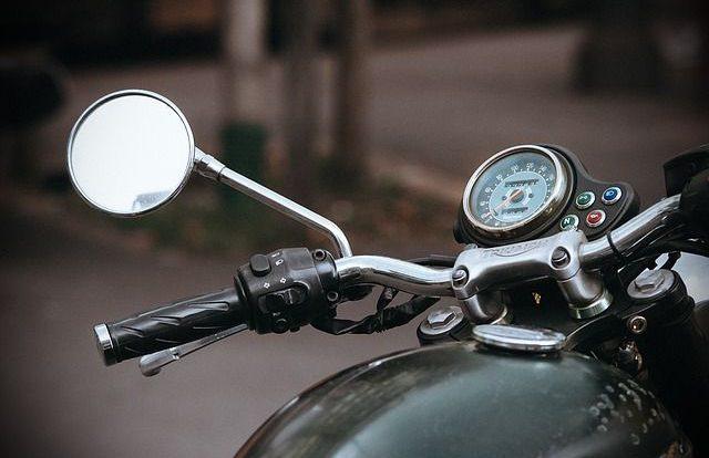 Мотоцикл Suzuki и Lada столкнулись на улице Шевченко в Смоленске