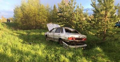 В Смоленской области водитель «пятнашки» нарушил ПДД и оказался в кювете