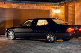 На продажу выставили очень длинный 22-летний Lexus за 3 миллиона рублей