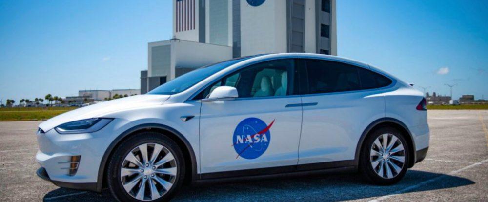 Показан кроссовер Tesla для доставки космонавтов к ракетам на МКС