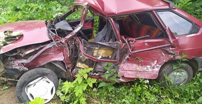 В Смоленской области иномарка на скорости протаранила «девятку»