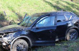 В Смоленской области кроссовер перевернулся в кювете. Трое пострадавших