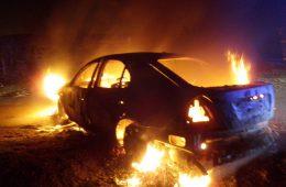 В Смоленске ночью вспыхнул «Mercedes-Benz»