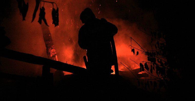 В Смоленске ночью полыхали 4 легковушки