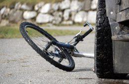 В смоленском райцентре велосипедист оказался под колесами ВАЗа