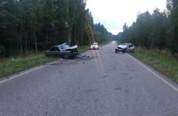 В Смоленской области жестко столкнулись легковушки