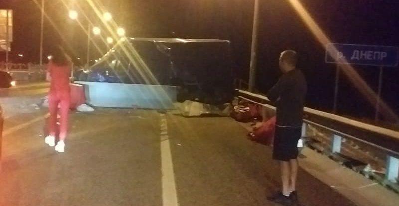 «Все живы, кроме бусика». В Смоленской области произошло ДТП с микроавтобусом