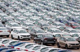 Крупнейшие автоконцерны повысили цены на машины в России