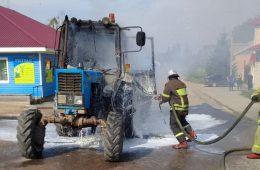 В селе Новодугино на ходу загорелся трактор