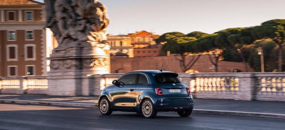 Новому Fiat 500 добавят пассажирскую дверь. Но только одну