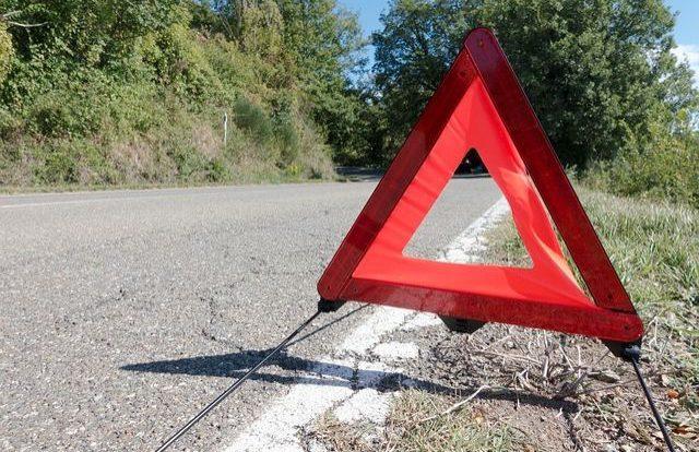 Volkswagen Passat попал в кювет и опрокинулся в Духовщинском районе