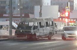 Людей успели выпустить. В МЧС рассказали подробности возгорания маршрутки в Смоленске