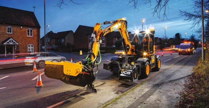 Компания JCB представила новую технологию «ямочного» ремонта