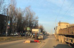 Полиция ищет свидетелей аварии в Смоленске, в которой едва не погиб мужчина