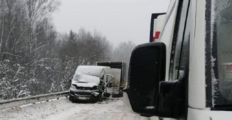 5 фур попали в 2 ДТП на трассе в Смоленской области