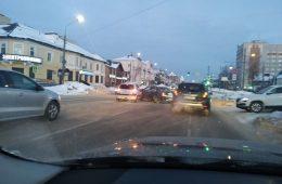 Морозное утро в Смоленске началось с многочисленных аварий и пробок