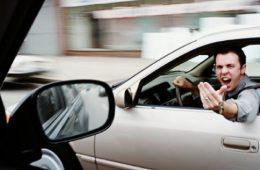 В Смоленске двое автомобилистов не смогли разъехаться и устроили драку