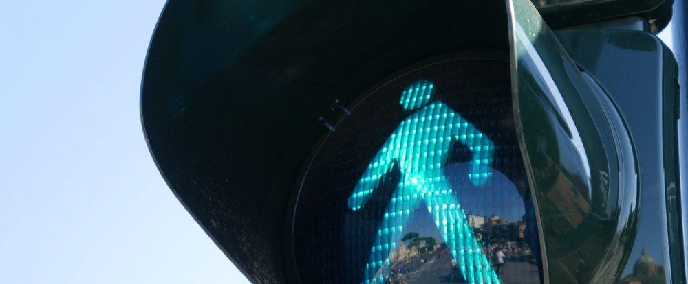 В Смоленске на перекрёстке улиц Рыленкова и 25 Сентября заменили неисправный светофор