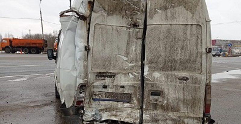 В ДТП на трассе М-1 в Смоленской области пострадал водитель автомобиля «Форд Транзит»