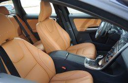 Volvo XC60 довели до 2022 модельного года: декор, гугловский набор и «роскошь» без кожи