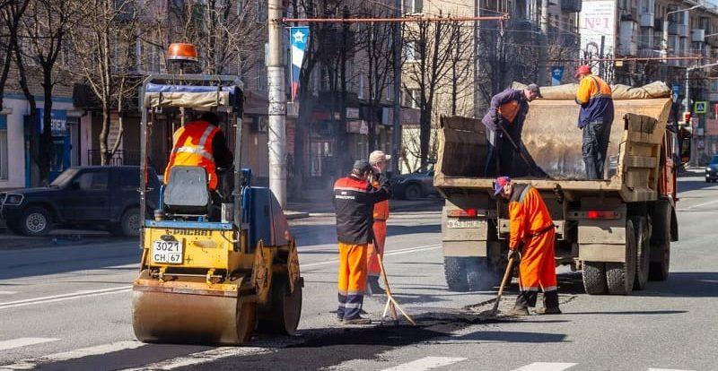В Смоленске готовятся к началу массового ямочного ремонта