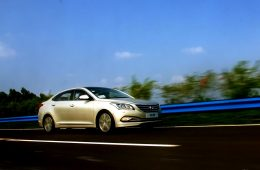 Седан Hyundai Mistra в новом поколении не только сменил имидж, но и подешевел