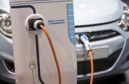 Эксперты спрогнозировали увеличение доли продаж электрокаров в России